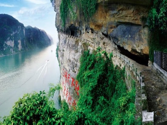 Inspiring Art:  Visit Yichang's Three Travellers' Cave
