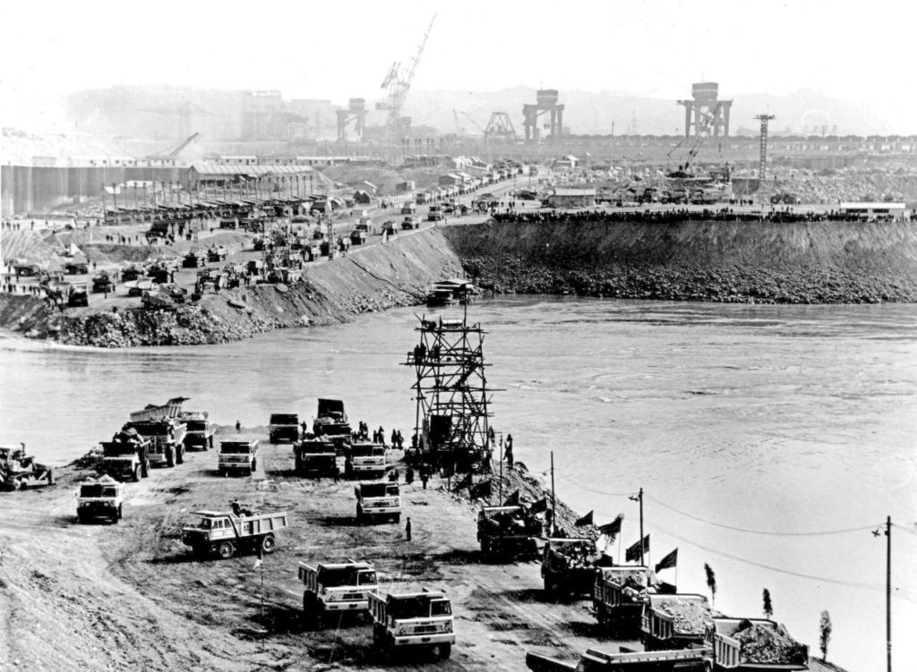 Gezhouba Dam Construction - Closure of the Main Channel of the Yangtze River